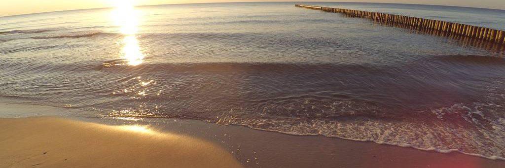 plaża pełna słońca